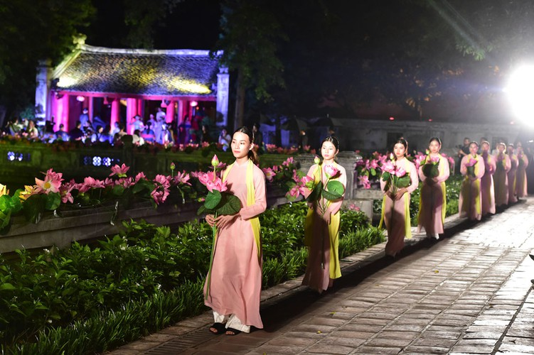 ao dai displaying vietnamese cultural heritage on show in hanoi hinh 5