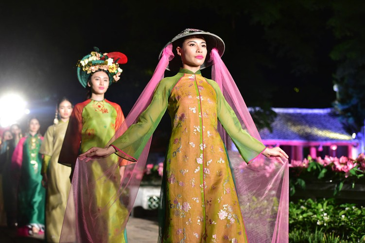 ao dai displaying vietnamese cultural heritage on show in hanoi hinh 7