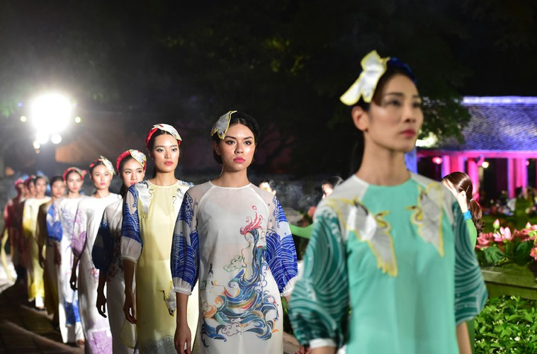 ao dai displaying vietnamese cultural heritage on show in hanoi hinh 8