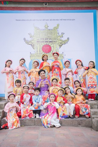 ao dai displaying vietnamese cultural heritage on show in hanoi hinh 9