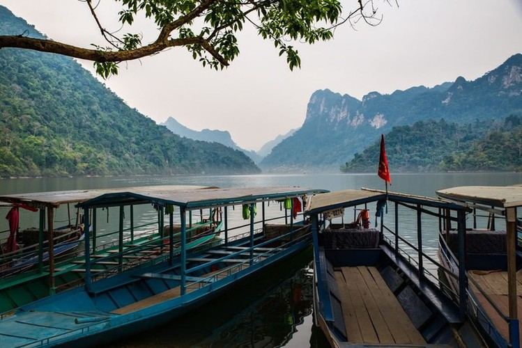 top seven must-see lakes in vietnam hinh 1