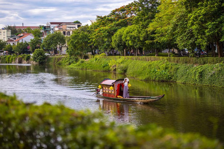 hue proves to be ideal destination for filmmakers due to romantic landscapes hinh 11