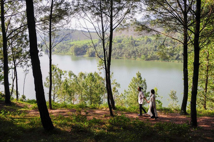 hue proves to be ideal destination for filmmakers due to romantic landscapes hinh 5
