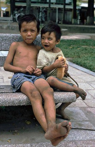 peaceful moments captured in scenes from 1990s hanoi hinh 10