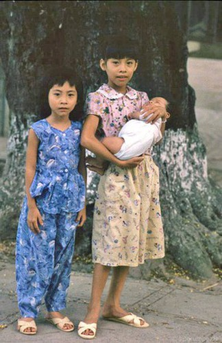 peaceful moments captured in scenes from 1990s hanoi hinh 13
