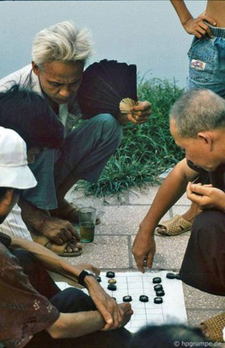 peaceful moments captured in scenes from 1990s hanoi hinh 5