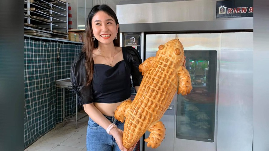 giant crocodile-shaped bread excites local diners hinh 3