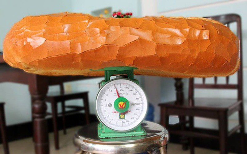 giant crocodile-shaped bread excites local diners hinh 9
