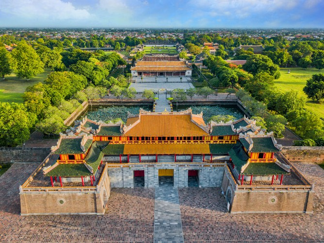 fashion industry marks return with august show in hue imperial citadel hinh 3