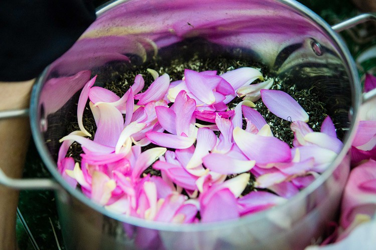 how hanoi's lotus-scented tea is made hinh 10