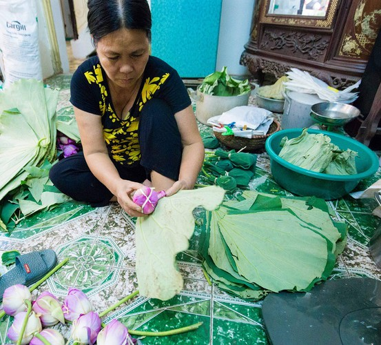 how hanoi's lotus-scented tea is made hinh 13