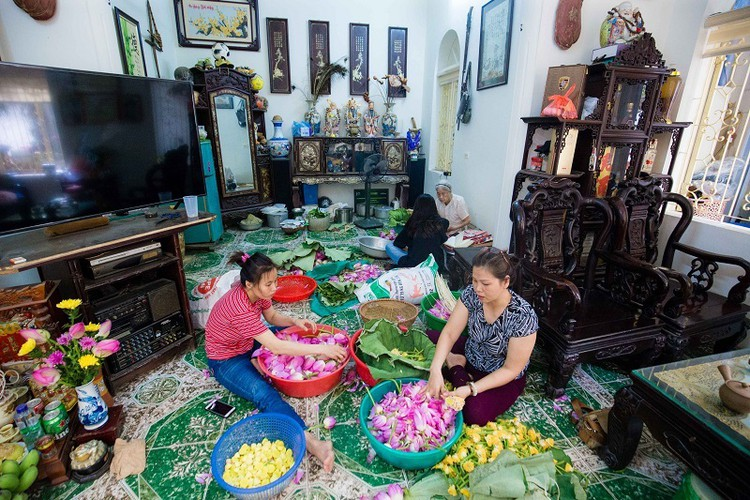 how hanoi's lotus-scented tea is made hinh 2