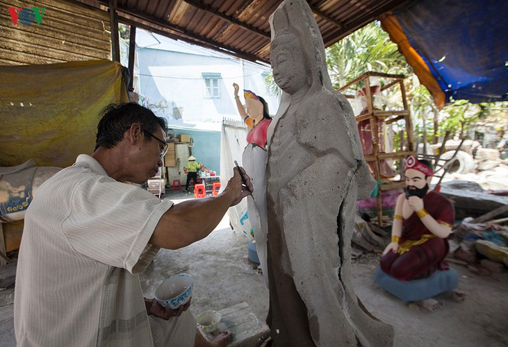 century-old craft village specialises in buddha statues in hcm city hinh 10