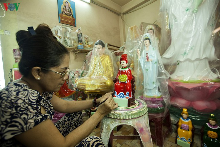 century-old craft village specialises in buddha statues in hcm city hinh 12