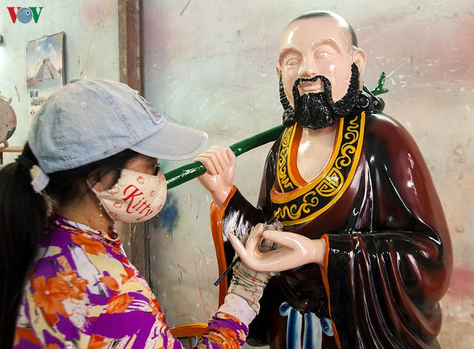 century-old craft village specialises in buddha statues in hcm city hinh 13