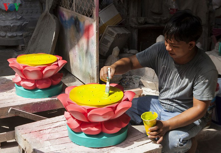 century-old craft village specialises in buddha statues in hcm city hinh 15
