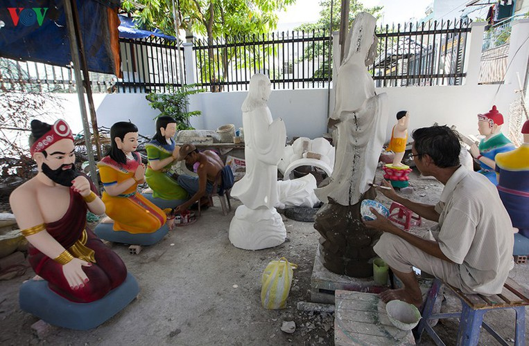century-old craft village specialises in buddha statues in hcm city hinh 1
