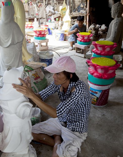 century-old craft village specialises in buddha statues in hcm city hinh 5