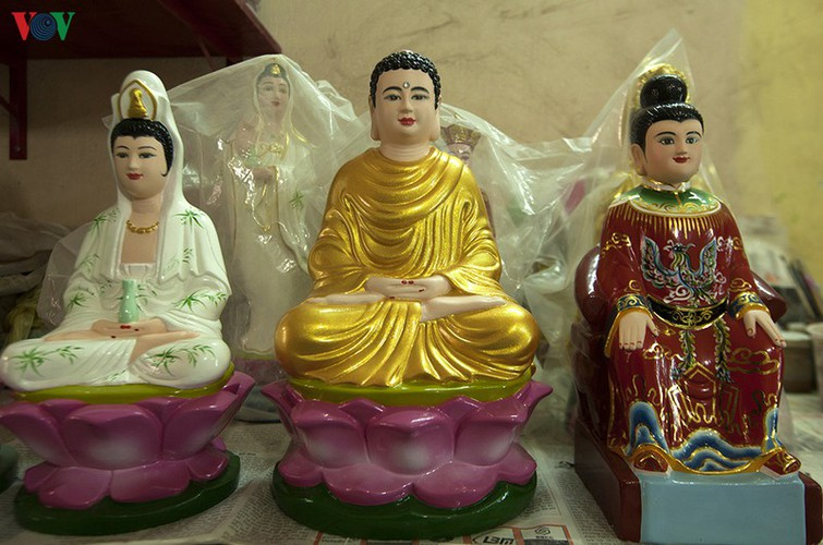 century-old craft village specialises in buddha statues in hcm city hinh 6