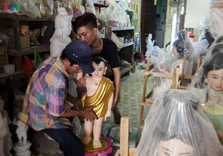 century-old craft village specialises in buddha statues in hcm city hinh 8