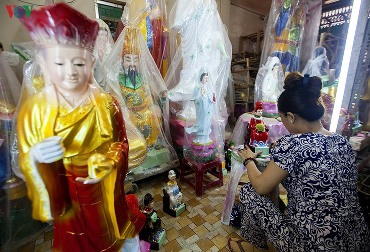 century-old craft village specialises in buddha statues in hcm city hinh 9