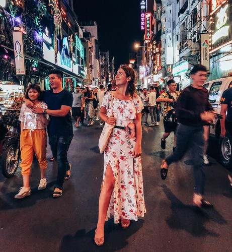 leading nightlife pedestrian streets nationwide hinh 2