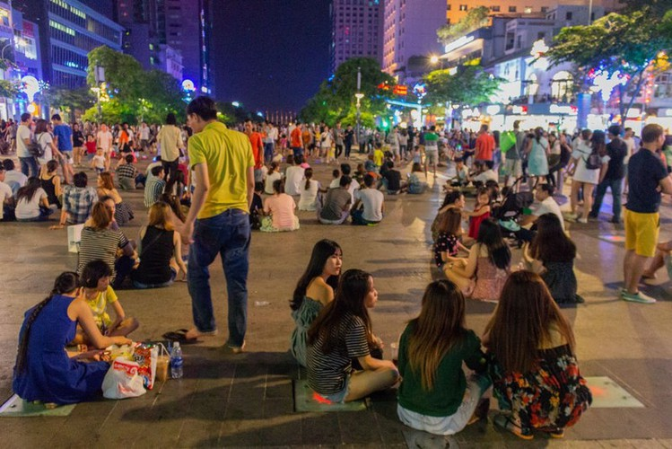 leading nightlife pedestrian streets nationwide hinh 3