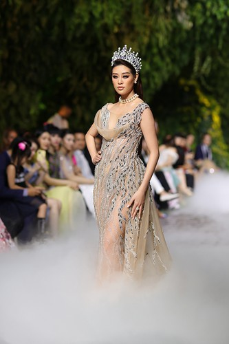 beauty queens gather for fashion show by designer hoang hai hinh 3