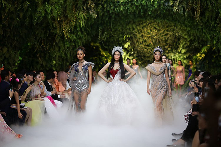 beauty queens gather for fashion show by designer hoang hai hinh 9