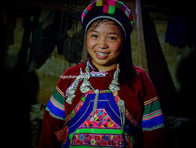 colourful headdresses of ethnic girls in mountainous region hinh 6