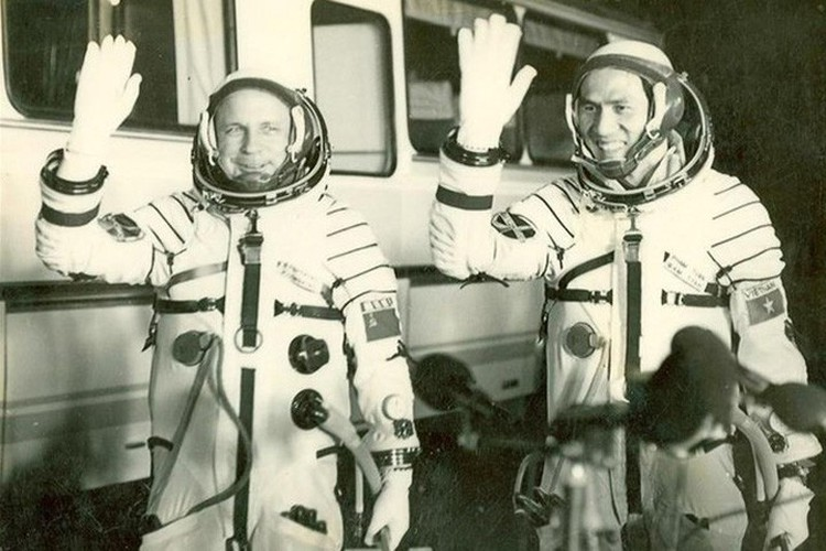 memorable images showcase local astronaut in space hinh 3