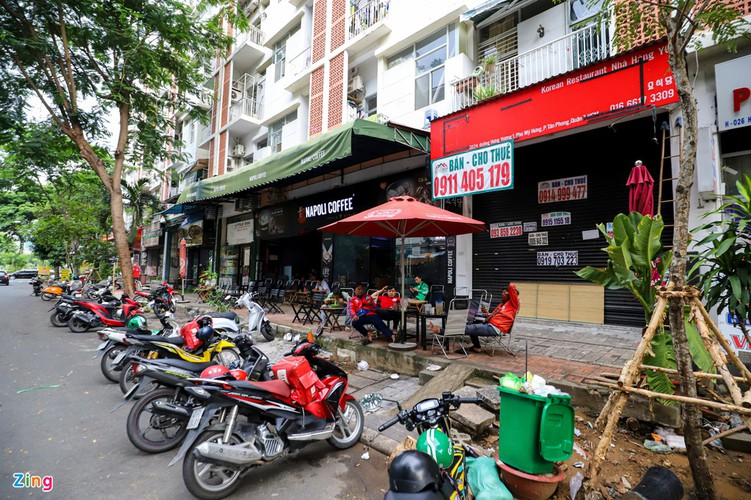 backpacker streets fall quiet amid post-covid-19 recovery period hinh 13