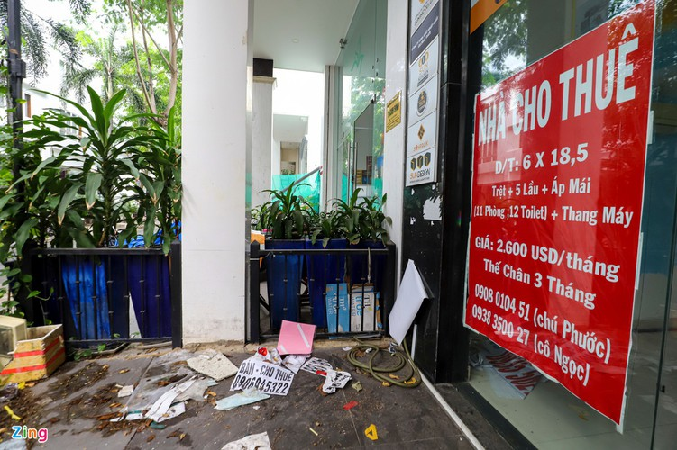 backpacker streets fall quiet amid post-covid-19 recovery period hinh 17