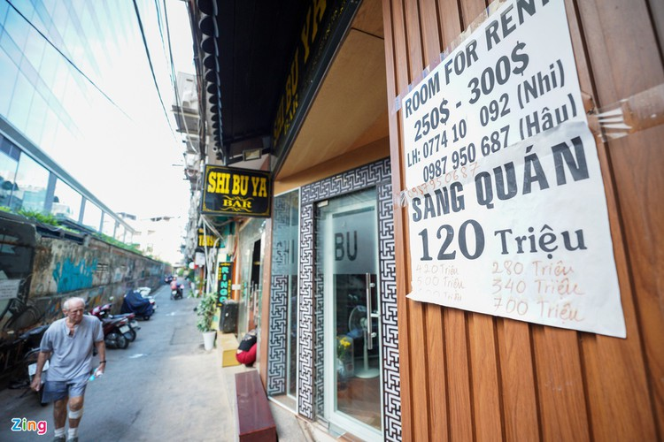 backpacker streets fall quiet amid post-covid-19 recovery period hinh 5