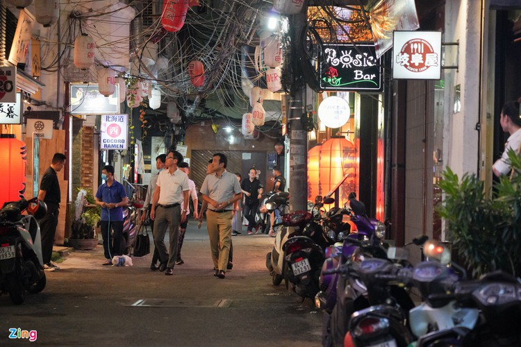 backpacker streets fall quiet amid post-covid-19 recovery period hinh 8
