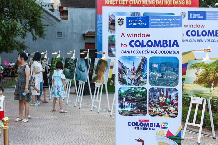 photo exhibition opens door to colombia hinh 1