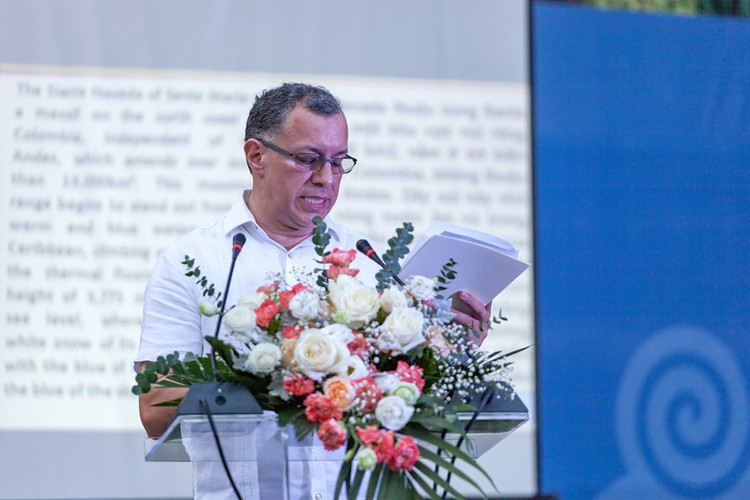 photo exhibition opens door to colombia hinh 2
