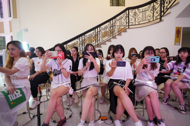 vietnamese youth thrilled by virtual k-pop show dream concert connect hinh 5