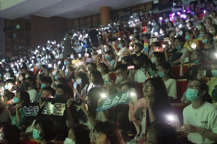 vietnamese youth thrilled by virtual k-pop show dream concert connect hinh 9