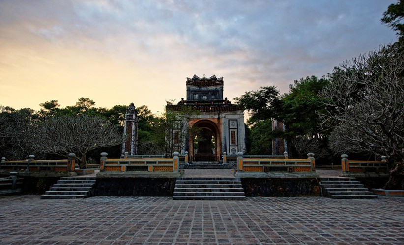 classical beauty of tu duc tomb as captured by foreigners hinh 3