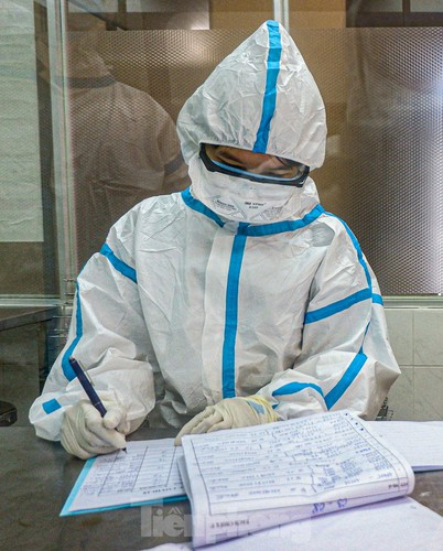 hard-working technicians at da nang lab seek covid-19 infection cases hinh 4