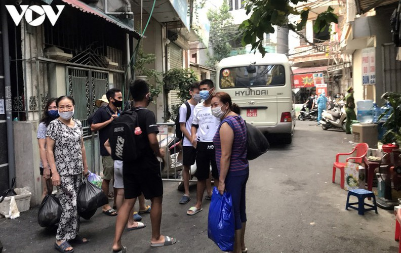 hanoi fines locals failing to wear face masks in public areas hinh 10