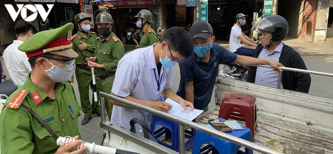 hanoi fines locals failing to wear face masks in public areas hinh 3