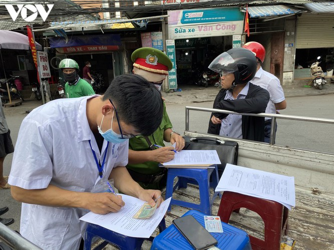 hanoi fines locals failing to wear face masks in public areas hinh 5