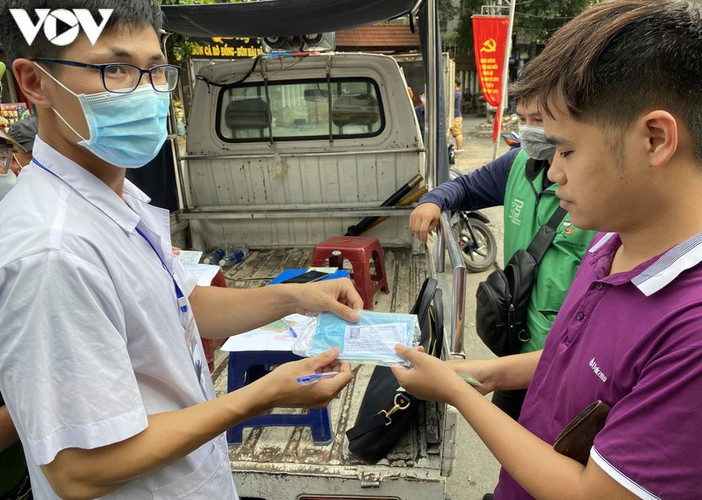 hanoi fines locals failing to wear face masks in public areas hinh 6