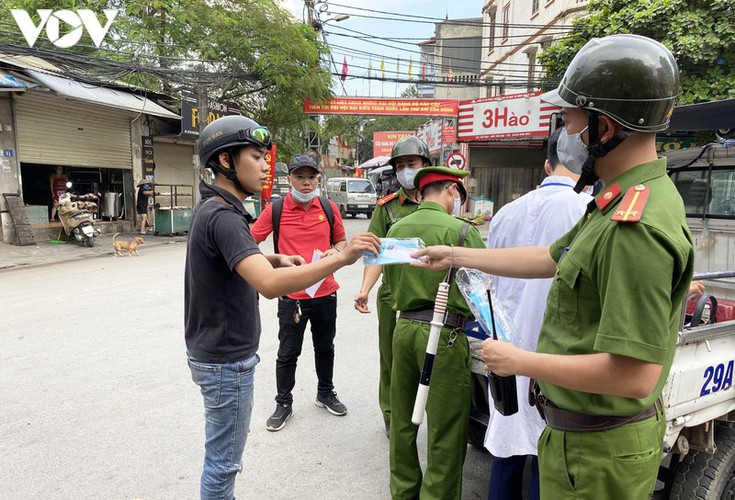 hanoi fines locals failing to wear face masks in public areas hinh 7