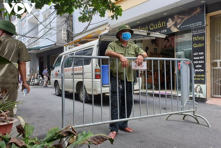 hanoi fines locals failing to wear face masks in public areas hinh 8