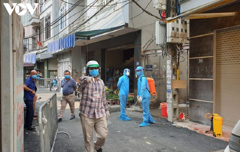 hanoi fines locals failing to wear face masks in public areas hinh 9