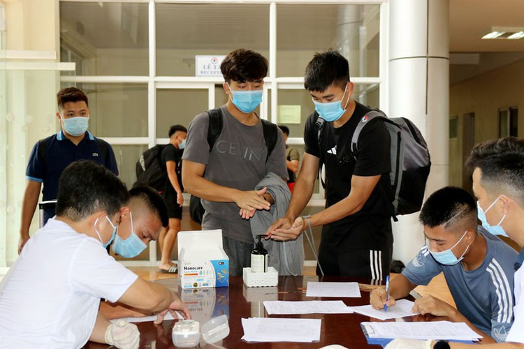 coach park and his players undergo covid-19 tests hinh 7