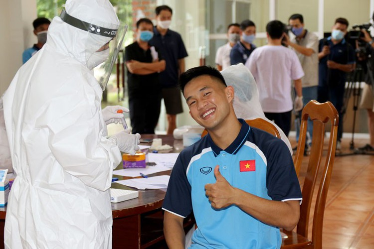 coach park and his players undergo covid-19 tests hinh 8